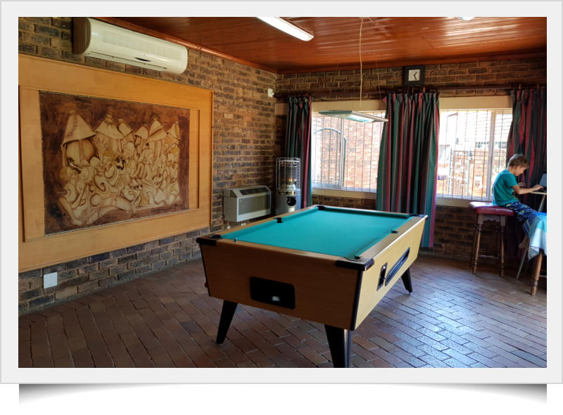 Conference Venue At Mias Nest Guest House Midrand - Pool table conference room table
